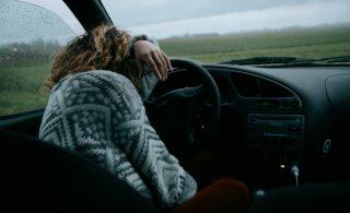 Změna času na letní opět potrápí řidiče. Hrozí vyšší riziko nehod!